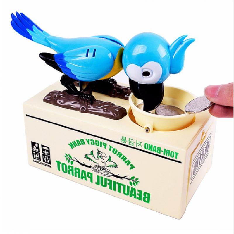 DĚTSKÁ POKLADNIČKA PAPOUŠEK (Originální vtipná pokladnička nejen pro malé šetřílky. Po vhození mince do korýtka papoušek začne zobat, čímž mince zapadne do pokladničky. )